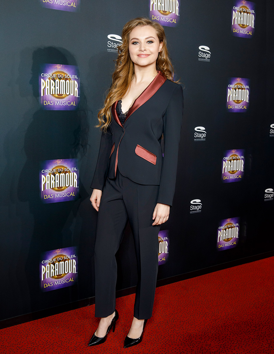 Paramour-Premiere Look 3